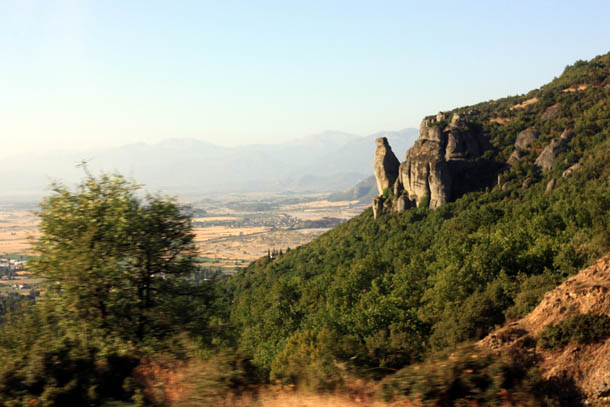 Греция: скалы, горы и солнце