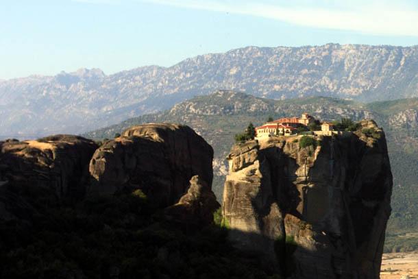 Метеоры - один из монастырей на скале