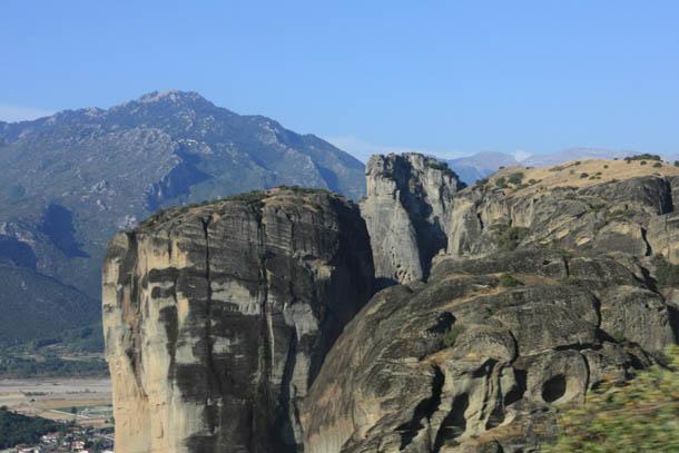 Метеорские скалы - фото вблизи