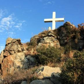 Кавала — подъем к кресту на вершине горы