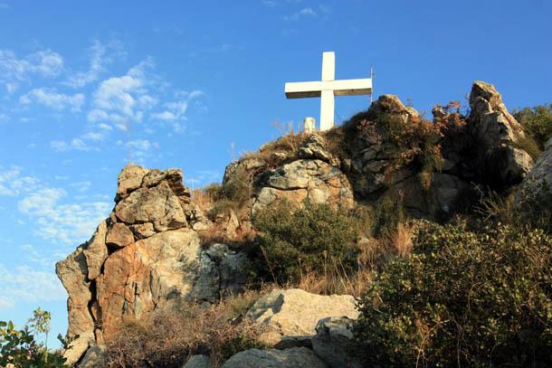 Крест в Кавале на вершине горы