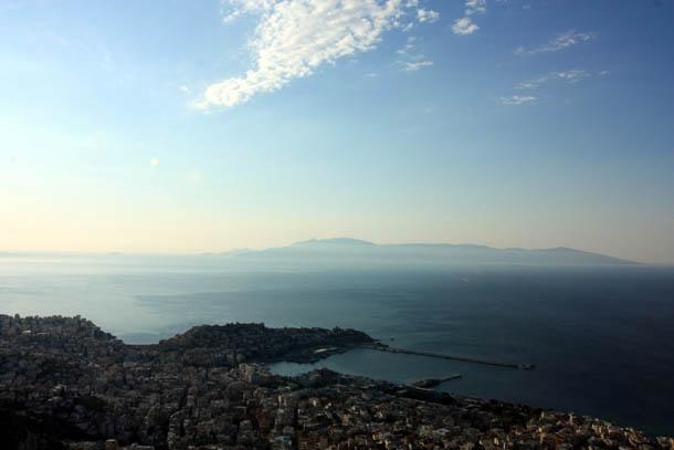 Кавала - утренний вид с горы на город