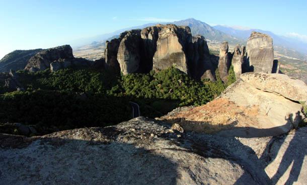Столбы из скал в Греции