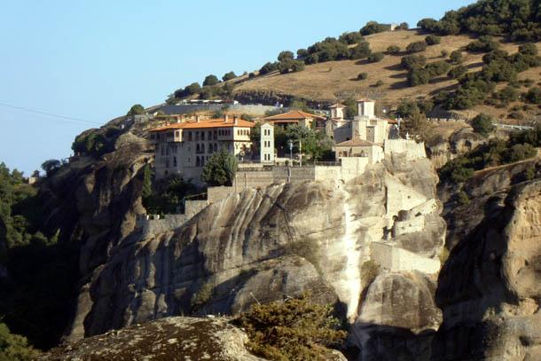 Скальный монастырь в Греции