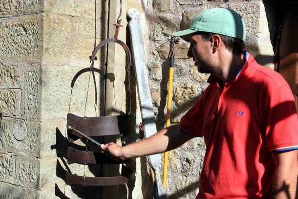 старинный колокол или звонок