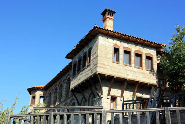 одна из построек монастыря Варлаам