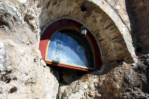 икона в скальном монастыре