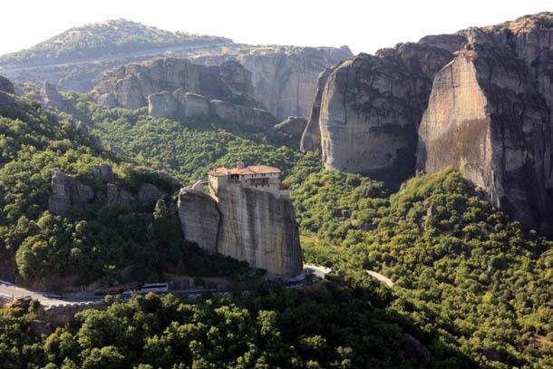Монастырь на вершине скалы