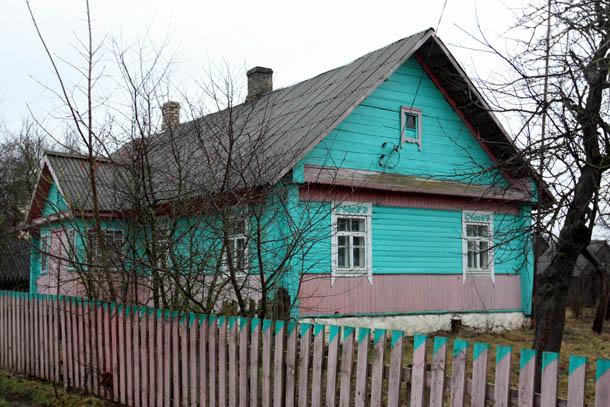 Зеленый дом из дерева