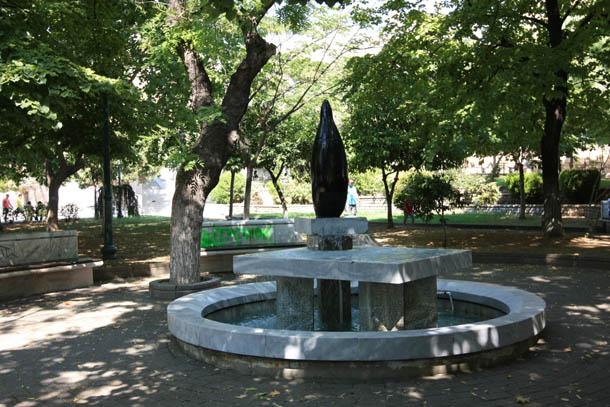 Скульптура-фонтан