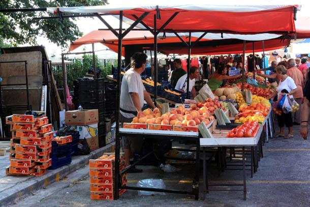 Продавцы на рынке