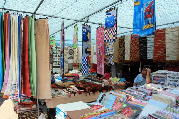 Полотенца, постельное белье на рынке