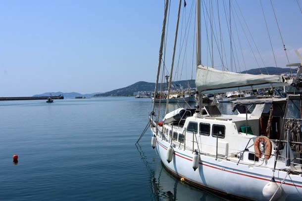Яхта и море