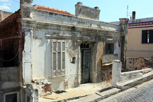 Дом в не очень хорошем состоянии продается