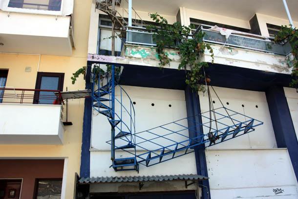 лестница между балконами