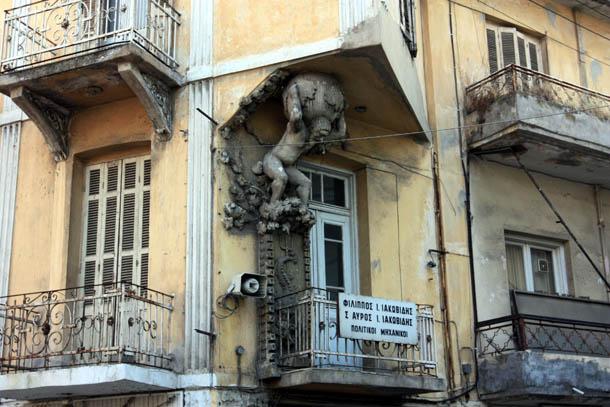 скульптура на фасаде