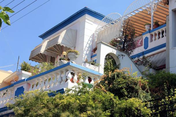 Красивый балкончик в Греции