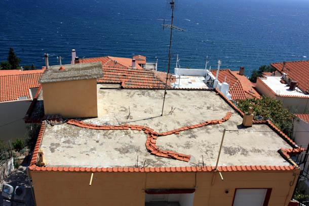 Узоры на крыше дома