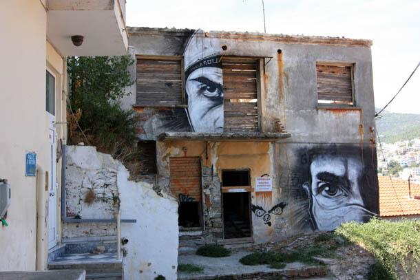 граффити на стенах Греческих домов