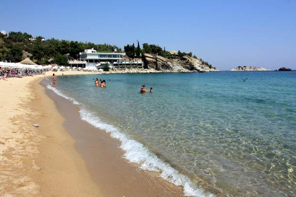 купающиеся на пляже