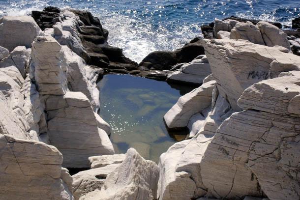 искусственное озеро в каменоломне