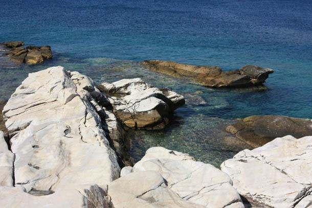 скалы и лазурное море