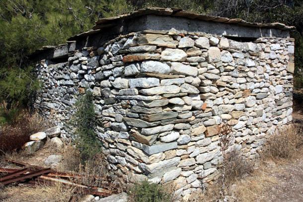 Древние строения из камня