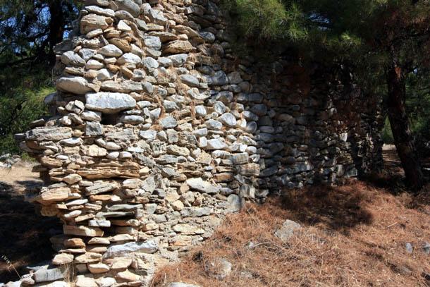 Античная стена из камня