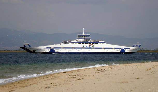 Белый паром на остров Тасос