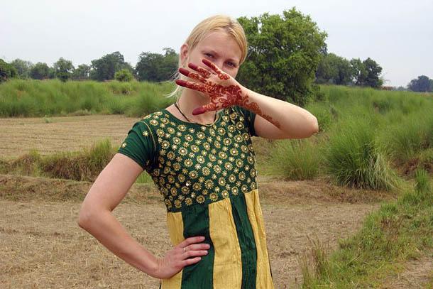 В индийском платье недалеко от города Варанаси