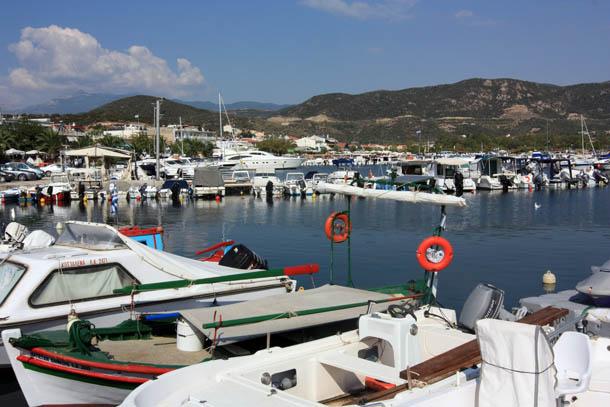 изумрудная лагуна в Греции