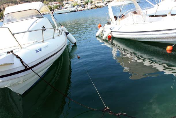 2 яхты над водой
