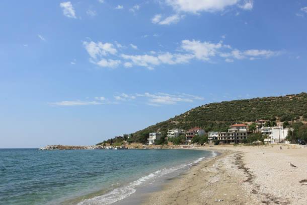 Пляж в Неа Карвали