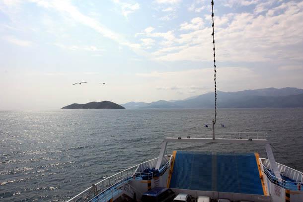 Вид на остров Тасос с парома