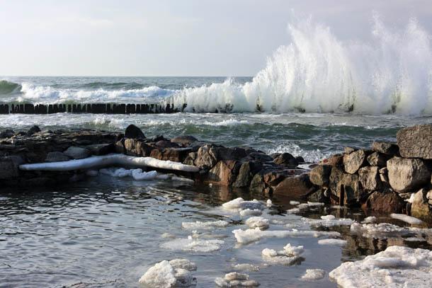 волны на море
