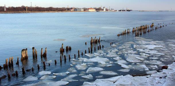 волнорезы и лед