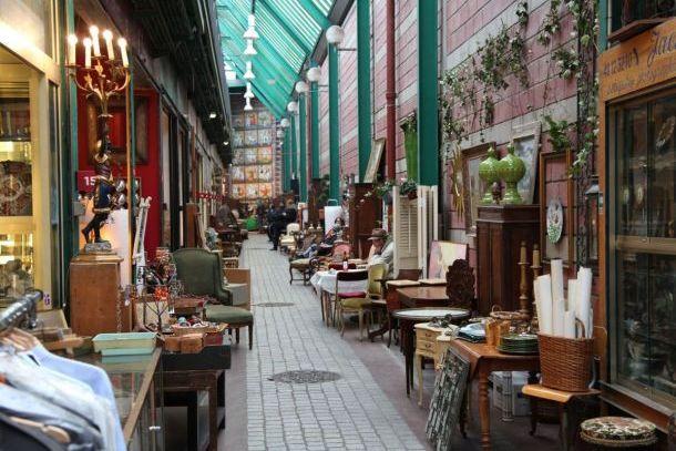 Блошиный рынок Marche-aux-Puces de Saint-Ouen в пригороде Парижа
