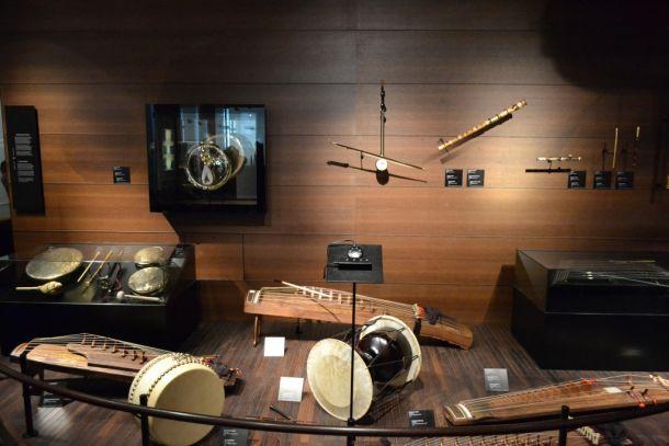 Экспонаты брюссельского музея музыкальных инструментов
