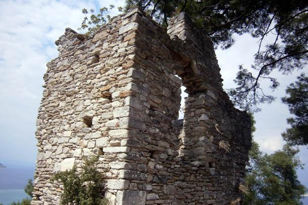 древние стены похожие на корабль
