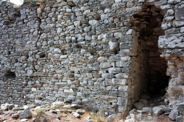 древние стены из камня