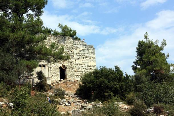 древние строения акрополя