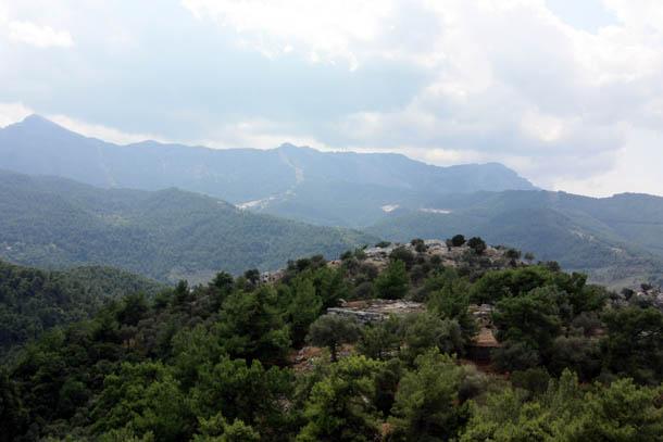 горный пейзаж в пасмурную погоду