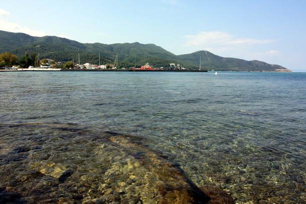Прозрачная вода острова Тасос