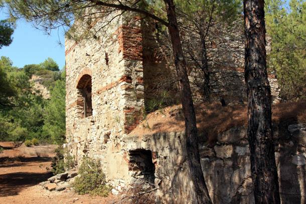 Металия - древние здания из камня