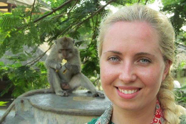 С обезьянкой на Бали