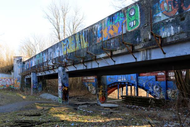 мост в граффити, Калининград
