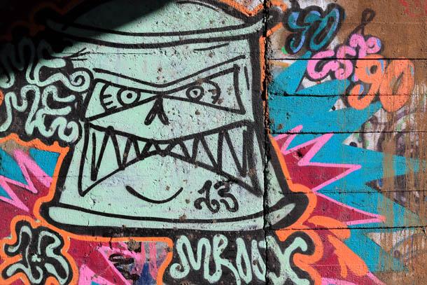 рожица на граффити
