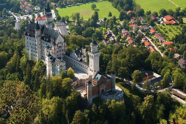Баварский Нойшванштайн вид сверху