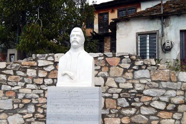 Памятник в честь провозглашения независимости от Османской Империи