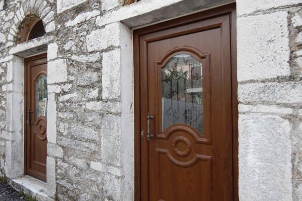 В старых домах - новые двери ...